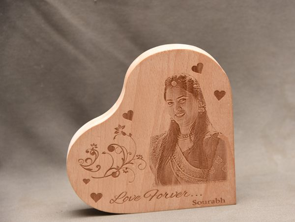 Photo engraving on wood in Chennai