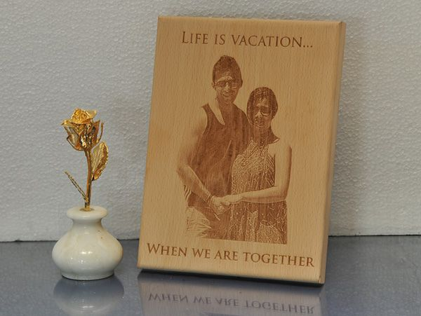 Engraved Gifts in Delhi. Photo on wooden plaques.