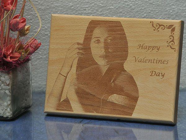 Engrave wooden plaque in Mumbai.