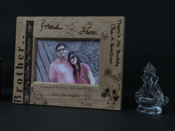 Engraved wooden frames in Mumbai. Personalized.